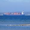 Container-Frachter bei der Einfahrt in die Kieler Förde